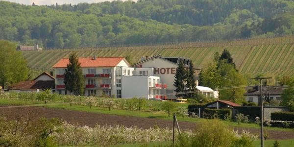 Landgasthof Roger in idyllischer Lage zwischen Weinbergen