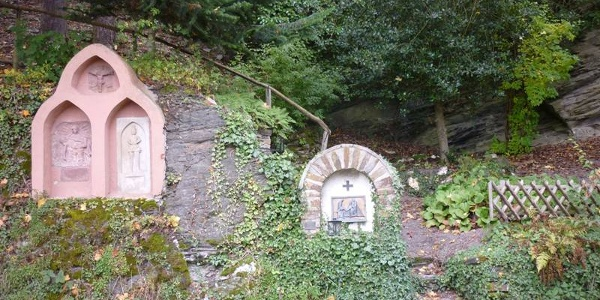 """""""Stations of the Cross"""" on the path to the Spoar Chapel"""