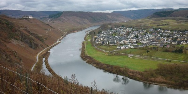 View from the Drieschhütte Lodge over Pünderich and the Marienburg