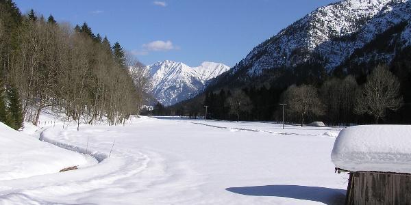 Winterwanderung Sonnenweg - Im Graswangtal