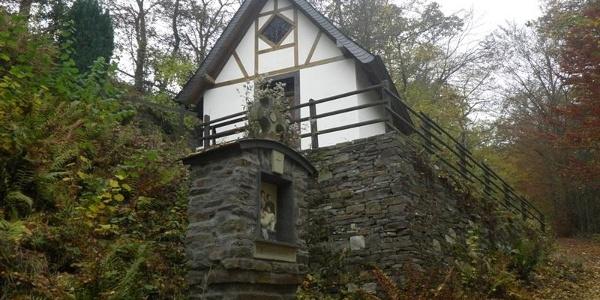 Bergkapel langs de beklimming naar het topkruis van de Calmont